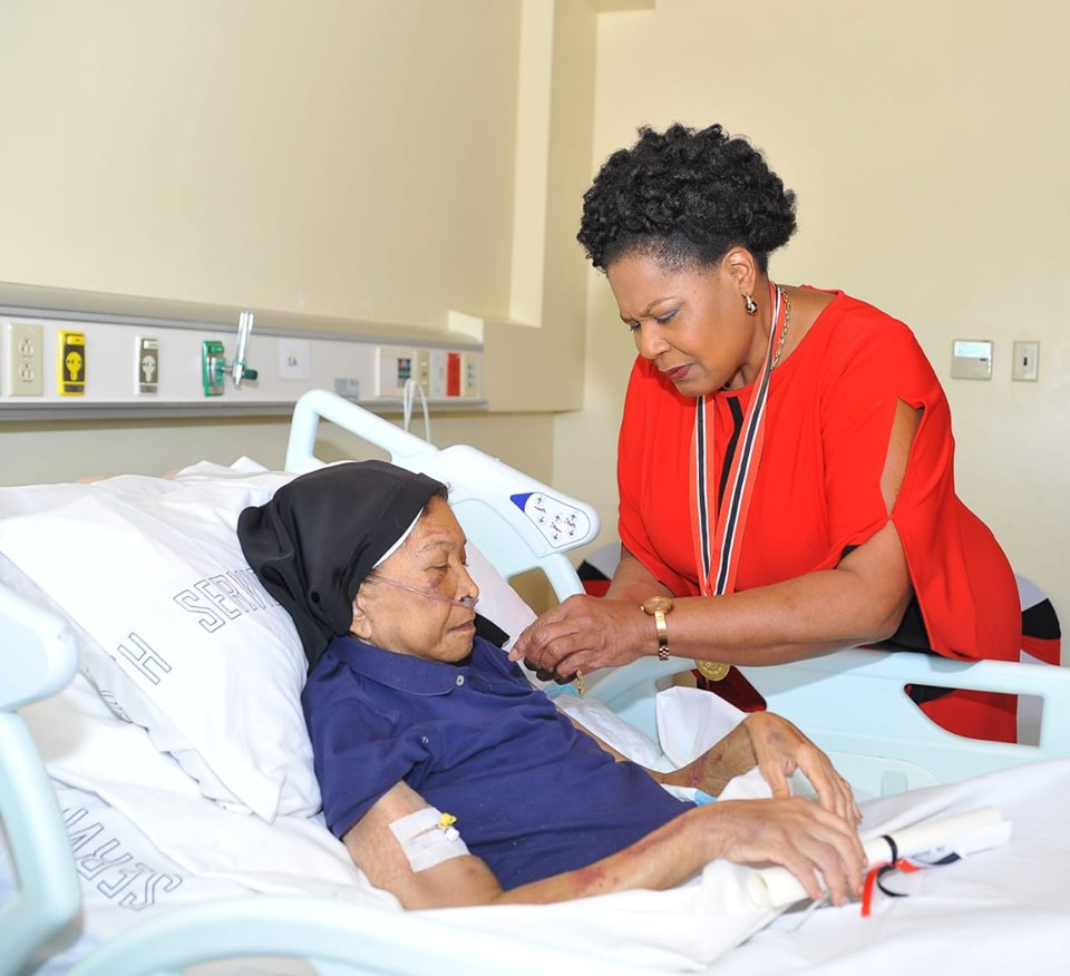 Ailing Nun Gets her National Award in Hospital